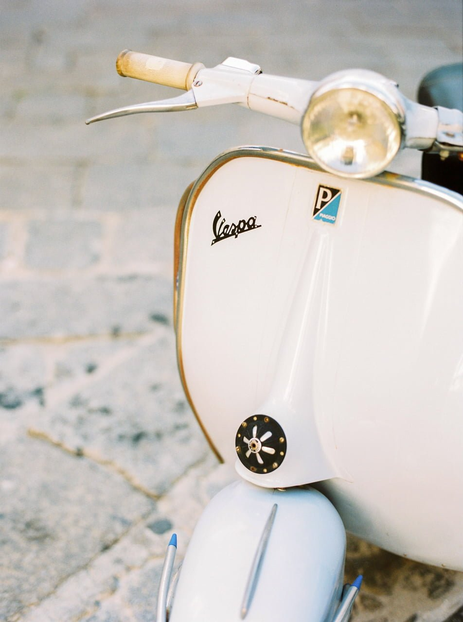 Wedding Photographer in Ravello - Vespa